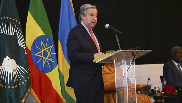 Uno-Generalsekretär António Guterres hat auf der Gipfelkonferenz der Afrikanischen Union (AU) am Sonntag Afrika für seine Solidarität mit Flüchtlingen gelobt.