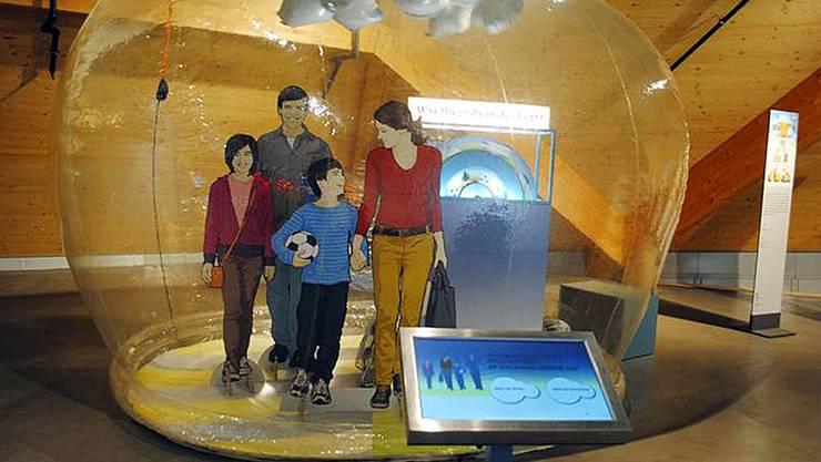 Über den Bildschirm bringt der Besucher die Schadstoffe zum Stillstand.