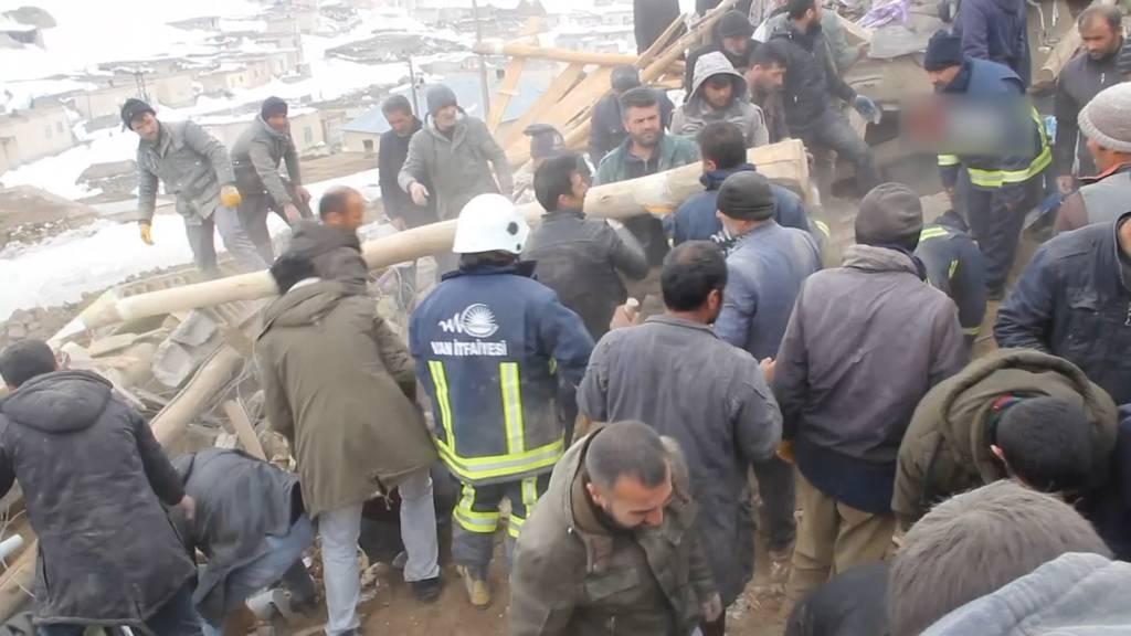 Erdbeben in der Türkei fordert mindestens acht Tote