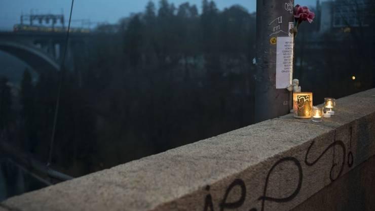 Eine Studie zeigt: Jugendliche stossen auf Instagram oft ungewollt auf Darstellungen von Suizid und Selbstverletzung. Das wirkt auf sie verstörend und deprimierend. Aber ein Nachahmungseffekt konnte nicht nachgewiesen werden. (Symbolbild)
