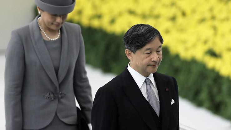 Der japanische Kaiser Naruhito und Kaiserin Masako an einer Gedenkveranstaltung zur Kapitulation Japans im Zweiten Weltkrieg.