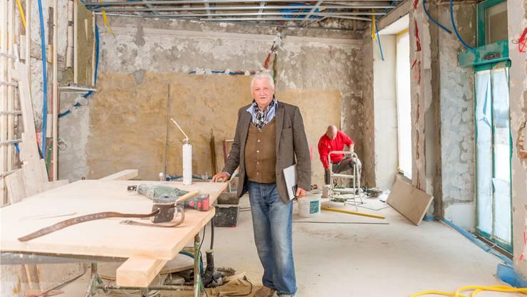 Bauherr Markus Schön wirft der Stadt Schikane vor, weil er unter keinen Umständen einen Warenlift einbauen darf. Statt ein neues Restaurant im Mai gibt es jetzt wohl einen Rechtsstreit vor Gericht.