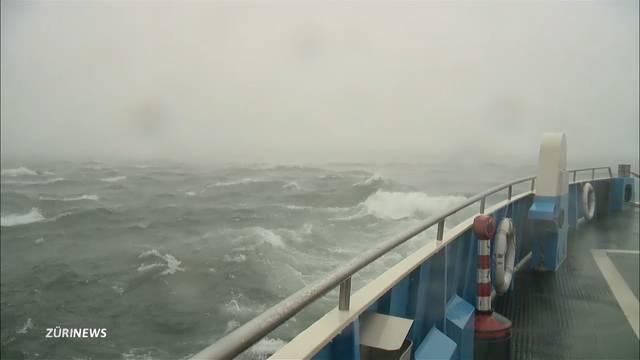 Stürmische Fährenfahrt auf dem Zürichsee