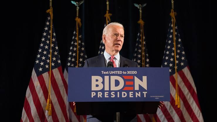 Der demokratische Präsidentschaftskandidat, Joe Biden, schlachtet den Tod des Afroamerikaners George Floyd für sich im Wahlkampf aus und spricht in einem Interview sogar von einem Wendepunkt in der Geschichte der USA. (Archivbild)