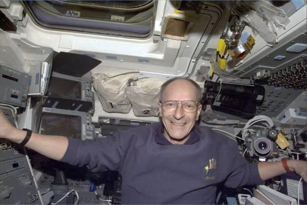 Claude Nicollier 1999 an Bord der Discovery