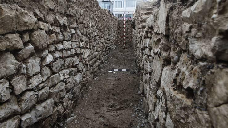 Die Kantonsarchäologie ist in Windisch auf die Spuren eines Legionärslagert-Tor aus der Frühzeit von Vindonissa gestossen.