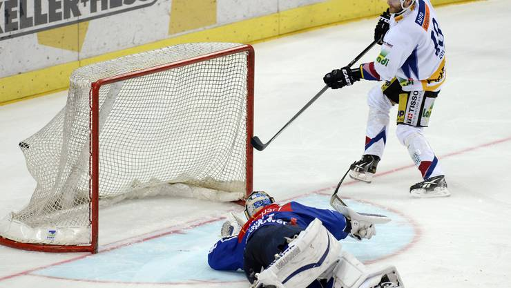 Ahren Spylo erzielt das entscheidende Penalty-Tor.
