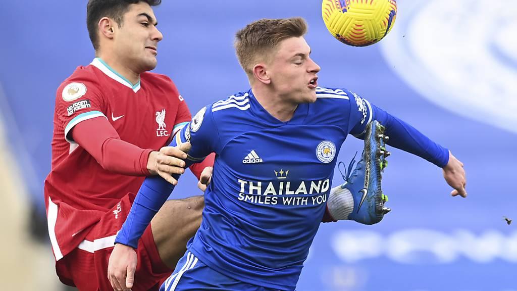 Harvey Barnes (rechts), Leicesters Torschütze zum 3:1, gegen Liverpools Ozan Kabak