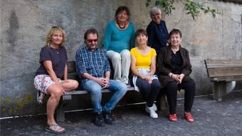 Einige Mitglieder der Gastspielgruppe des Kellertheaters. Von links: Miryam Gerosa, Reini Anliker, Ursula Bosshard, Ilona Treptow, Barbara Berner, Heidi Ehrensperger.
