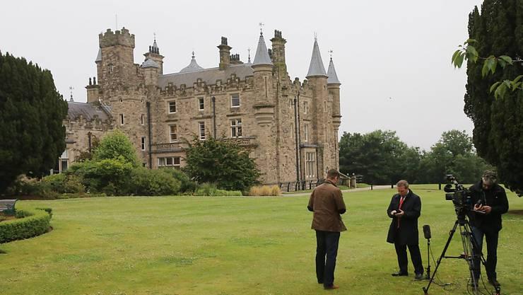 Ohne Ergebnis: Medienleute warten vor Stormont Castle, wo DUP und Sinn Fein Koalitionsverhandlungen führten.