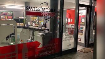 Thumb for 'Einbrecher nehmen Handy-Shop in Neuenhof aus'