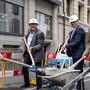 Wenn immer möglich, wird der Ausbau des Basler Fernwärmenetzes mit anderen Bauvorhaben verbunden, wie hier an der Freien Strasse, wo Vertreter der Regierung und der IWB im Sommer zum Spatenstich für die Belagserneuerung antraten.