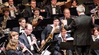 Die Stadtmusik Aarau mit Dirigent André Wey am Jubiläumskonzert.