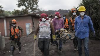 Die Bergung weiterer Todesopfer nach dem Vulkanausbruch in Guatemala musste aus Sicherheitsgründen eingestellt werden.