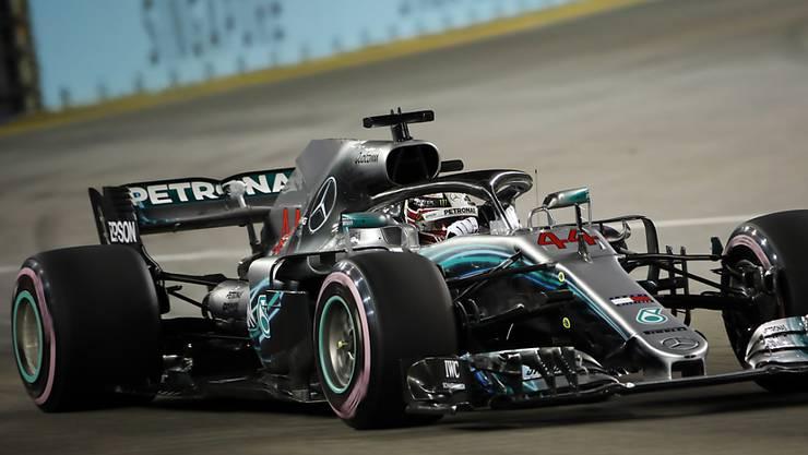 Lewis Hamilton ist unter Flutlicht in Singapur der Trainingsschnellste