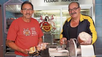 Freuen sich, ihre Produkte bald in Herznach verkaufen zu können: Urs (links) und Markus Müller.