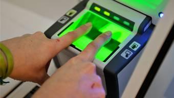 Mehr Sicherheit dank Fingerabdrücken in der Identitätskarte: Das verspricht sich die Europäische Union.