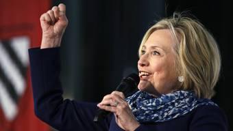 am Freitagmorgen die Diese Woche hat Hillary Clinton die Harvard-Universität besucht, wo sie mit einer Ehren-Medaille ausgezeichnet wurde.
