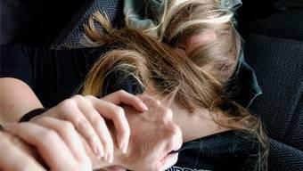 Das Opfer wurde gefesselt. (Symbolbild)