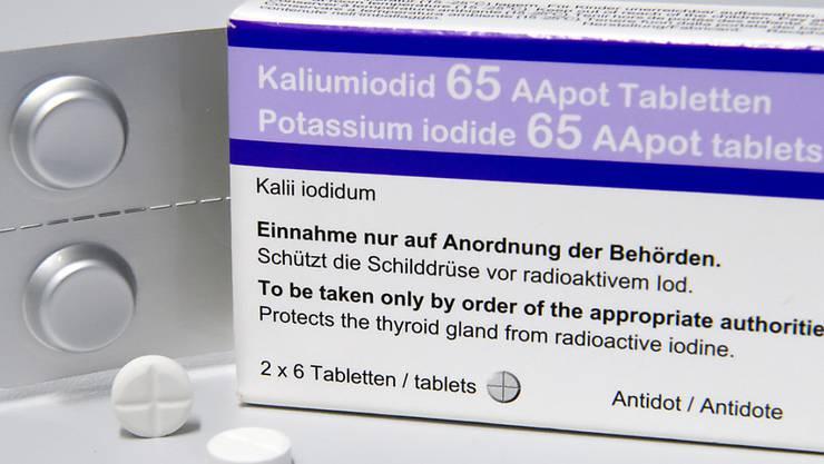 Die neue Packung Kaliumiodid 65 AApot Tabletten,wie sie nun auch an die Schulen verteilt wurden. Die Auslieferung an die Firmen wird noch bis im August andauern. (Archivbild)