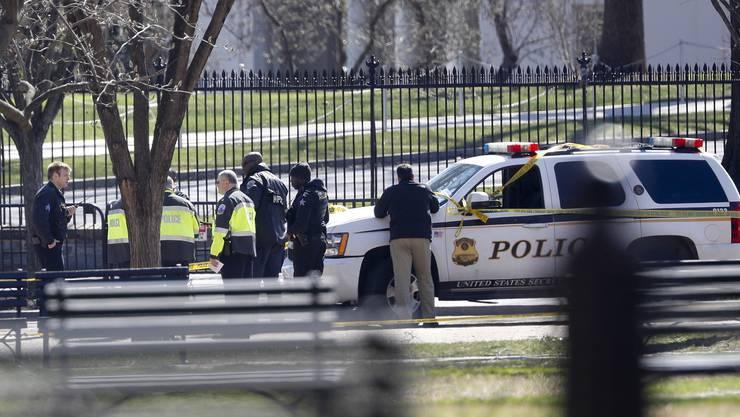 raschAugenzeugen schilderten, dass hintereinander zwei Schüsse gefallen seien. Dann sei der Mann zu Boden gesunken.