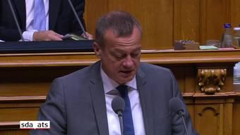 Das Parlament soll über die Kriterien zur Bewilligung von Waffenexporten entscheiden. Das will der Nationalrat. Er hat am Mittwoch nach einer emotional geführten Debatte eine Motion der BDP-Fraktion angenommen.