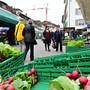 Der Wochenmarkt findet wie gewohnt am Mittwoch und Samstag statt. (Archivbild)