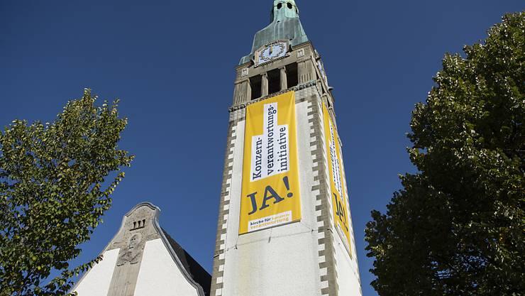 Der Einsatz der Kirchen für die Konzernverantwortungs-Initiative, wie hier an der Pauluskirche im Bern, sorgte für Kritik im Zürcher Kantonsrat. (Archivbild)