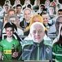 Sind bereit für Geisterspiele: Fans von Gladbach aus Pappe.