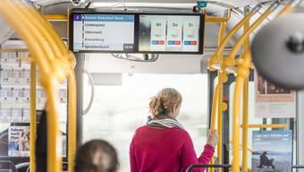 «Schpreitebach» heisst neu «Spreitenbach»: DIe Regionalen Verkehrsbetriebe Baden-Wettingen sagt die Haltestellen in den Bussen neu auf Hochdeutsch an – auf Geheiss der Behörden.
