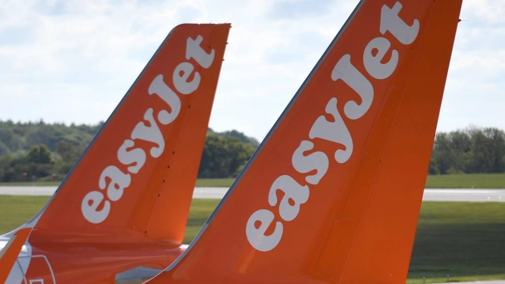 Ein Grossteil der Maschinen des britischen Billigfliegers Easyjet bleibt zumindest bis im Sommer am Boden. (Archivbild)