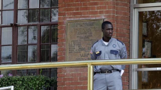 Wache vor dem Gefängnis Huntsville in Texas (Archiv)