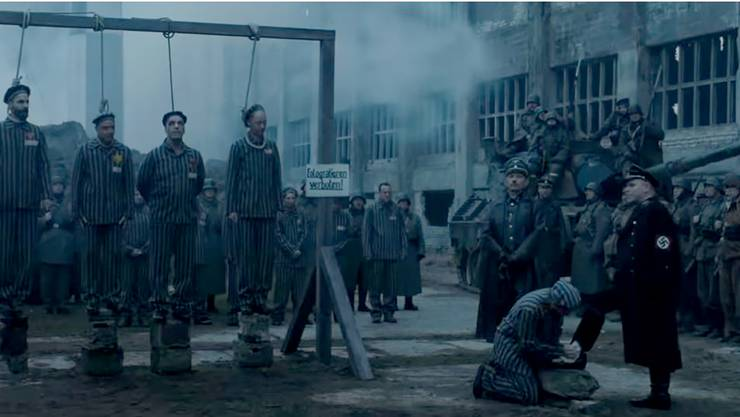 Mit Szenen wie diesen zwingen Rammstein die Zuschauer zur Auseinandersetzung mit der deutschen Vergangenheit Die Rocker treten im Video zum Song «Deutschland» als KZ-Häftlinge auf.