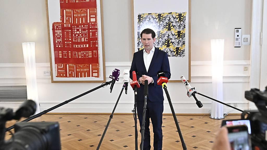 Sebastian Kurz (ÖVP), Bundeskanzler von Österreich, spricht nach Beratungen mit Intensivkoordinatoren der Länder mit Journalisten. Foto: Hans Punz/APA/dpa