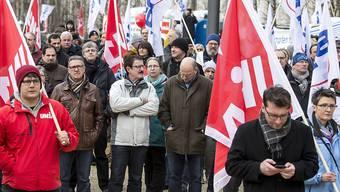 Die Solidaritätsveranstaltung gegen den Stellenabbau bei Alstom im Januar (Bild) in Baden und die Konsultation haben ihre Wirkung nicht verfehlt. GE baut in der Schweiz weniger Stellen als ursprünglich geplant ab. (Archivbild)