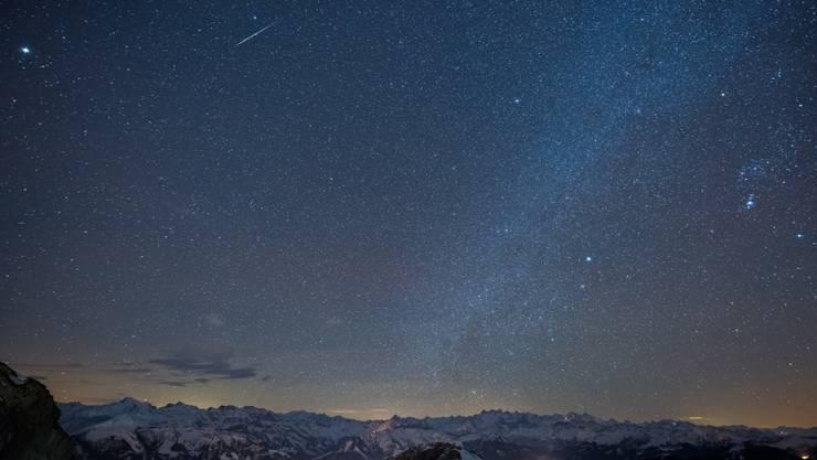 Heute Nacht sollen viele Sternschnuppen zu sehen sein.
