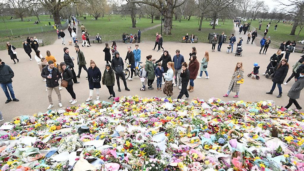 Ganz Grossbritannien trauerte Anfang März um die ermordete Londonerin Sarah Everard. Jetzt hat sich vor Gericht ein Polizist des Gewaltverbrechens schuldig bekannt.