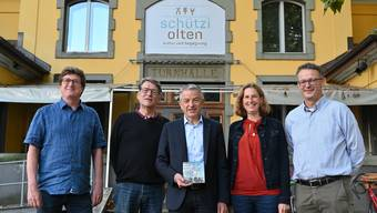 Die Macher des Buchfestivals 2019 (von links): Thomas Knapp, Alex Summermatter, Georg Berger vom Leitungsteam sowie Wiebke Steinfeldt und Urs Bütler von der Buchhandlung Schreiber.