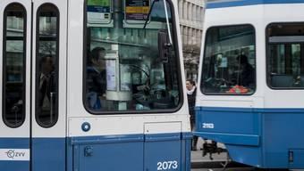 Böswillige Beschädigungen etwa an Trams und Haltestellen gingen dafür leicht zurück. (Symbolbild)
