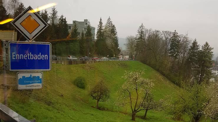 An gewissen Tagen staut sich der Verkehr am Morgen bis fast hinauf zum Restaurant Höhtal in Ehrendingen. mru