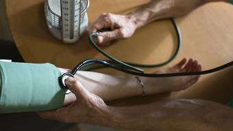 Fast jeder vierte Erwachsene in der Schweiz hat zu hohen Blutdruck, entsprechend häufig wird von Ärzten Medikamente dagegen verschrieben.