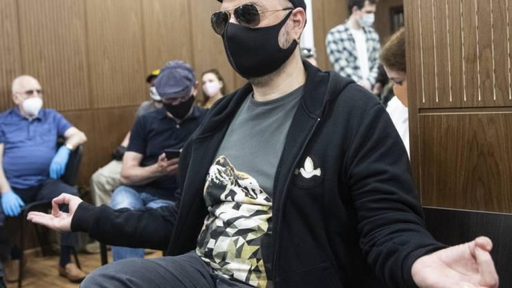 Ein russisches Gericht hat Regisseur Kirill Serebrennikow in einem umstrittenen Verfahren schuldig gesprochen.