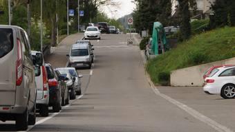Hier sollen die Regiowärme-Leitungen durch: die Haldenstrasse in Oetwil, die an die Geroldswiler Buebenaustrasse anschliesst.