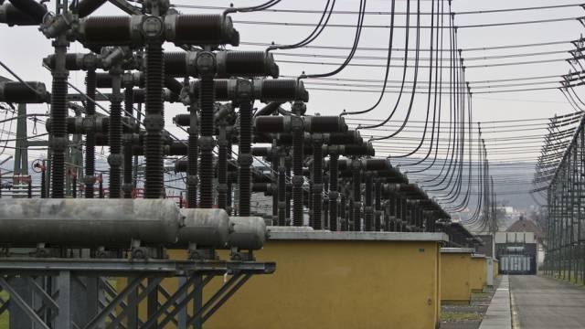 Trafo-Isolatoren in einem Umspannwerk der Swissgrid bei Laufenburg