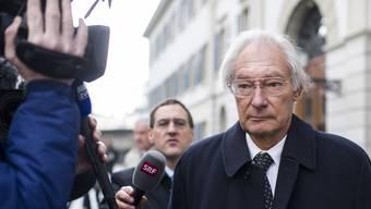 Rolf Erb auf dem Weg zum Prozess. Das Obergericht Zürich verurteilte ihn zu sieben Jahren Freiheitsstrafe.