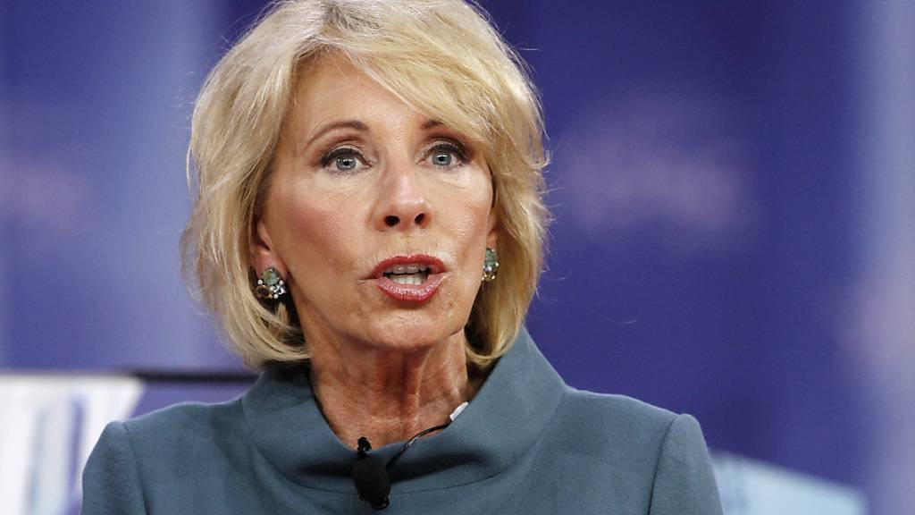 ARCHIV - Betsy DeVos, Bildungsministerin der USA, tritt zurück. Foto: Jacquelyn Martin/AP/dpa/Archiv