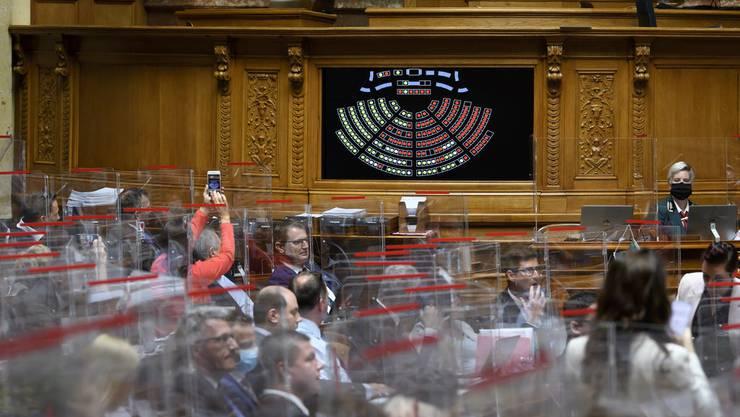 Einige Parlamentarier dürften ob dieser Nachricht aufatmen: Im Bundeshaus gilt die Maskenpflicht nicht. Im Bild Nationalräte während der Herbstsession.