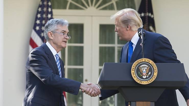 Fed-Chef Jerome Powell und US-Präsident Donald Trump haben sich bei einem gemeinsamen Abendessen ausgetauscht - nachdem Trump die Politik der US-Zentralbank in den vergangenen Wochen stark kritisiert hatte. (Archivbild)