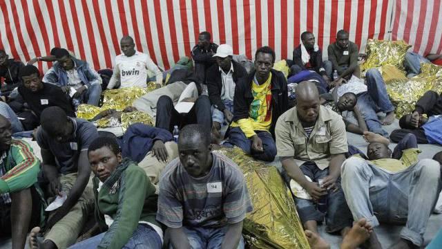 Migranten protestieren gegen Zwangsaufenthalt in Lager (Symbol)