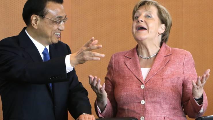 Zum Scherzen aufgelegt: Chinas Ministerpräsident Li Keqiang zu Gast bei Bundeskanzlerin Angela Merkel